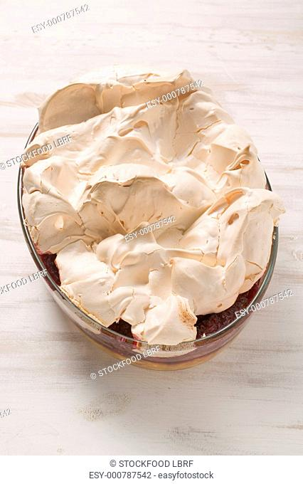 Raspberry pudding with meringue topping