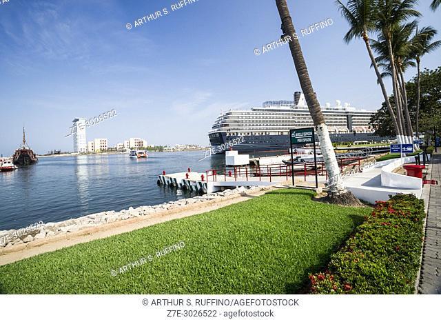 Pier Espigon, wharf, Puerto Vallarta, Jalisco State, Mexico