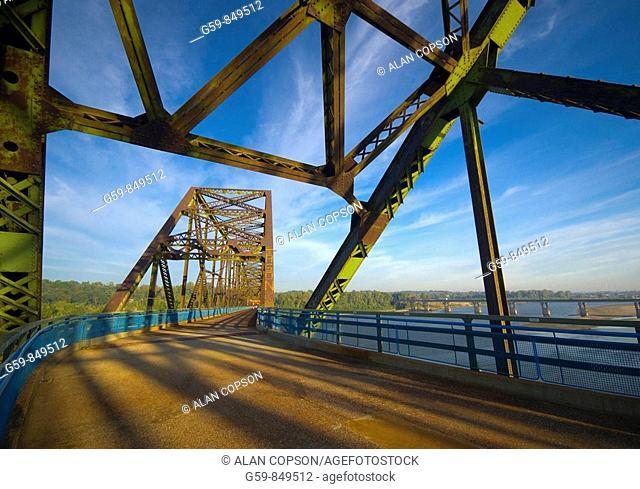 Chain of Rocks Bridge across Mississippi River, Route 66, Illinois-Missouri near St. Louis, USA