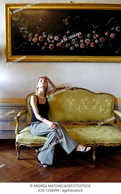 Woman portrait in a luxurious house