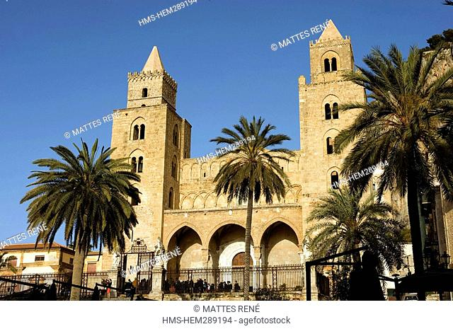 Italy, Sicily, Cefalu, Piazza del Duomo Cathedral Square with the Cathedral