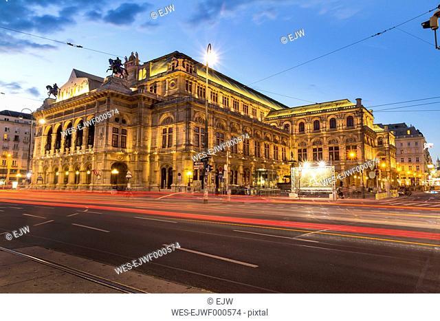 Austria, Vienna, view to state opera house at twilight