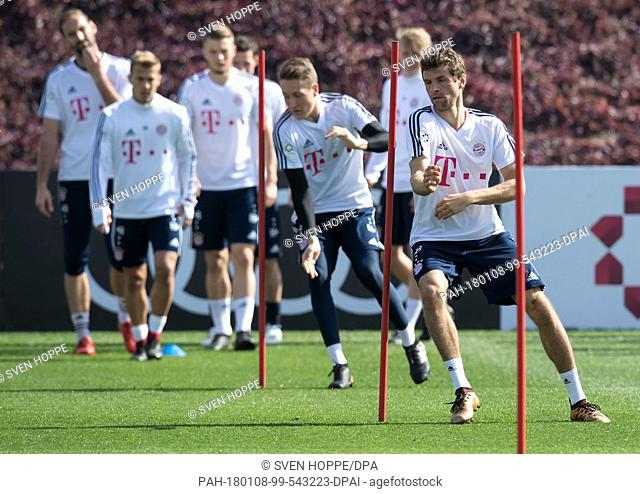 FCBayern Munich's Thomas Mueller (R) and Ron-Thorben Hoffmann (2-R) participate in the training session in Doha, Qatar, 07 January 2017