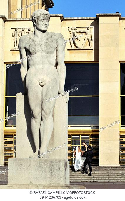 Gardens of the Trocadero: Chaillot Palace and 'L'Homme' (Man) sculpture by Pierre Traverse, Paris, France