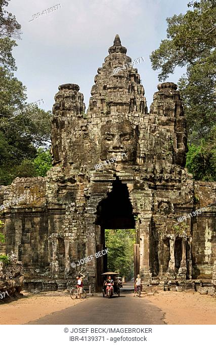 Victory Gate in the east of Angkor Thom, tuk-tuk, Avalokiteshvara face tower, east view, Angkor Thom, Siem Reap, Cambodia