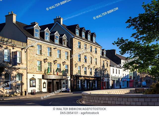Ireland, County Donegal, Donegal Town, Diamond Square, town view, dawn