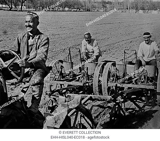 Planting cotton on the Navai collective farm, near Tashkent, Uzbekistan, USSR. Ca. 1935-40. (BSLOC-2015-2-257)