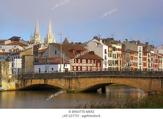 Bridge over the river Nive in the morning light, Cathedral and half-timbered houses in the background, The Way of St. James, Roads to Santiago, Voie du littoral