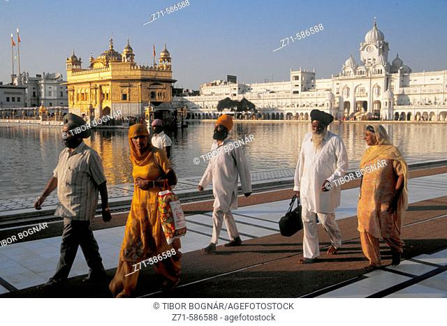 Golden Temple, Sikh religion, people. Amritsar. Punjab. India