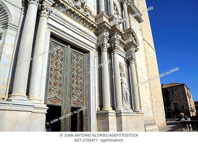 Catedral de Santa María de Girona main gate. Girona, Catalonia, Spain, Europe
