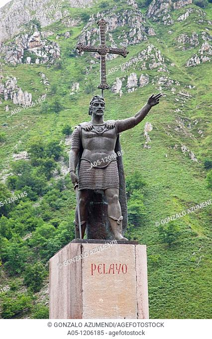 Don Pelayo Sculpture.  Basilica of the Virgin of Covadonga. Cangas de Onis. Council. Oriente region. Picos de Europa. Asturias. Spain