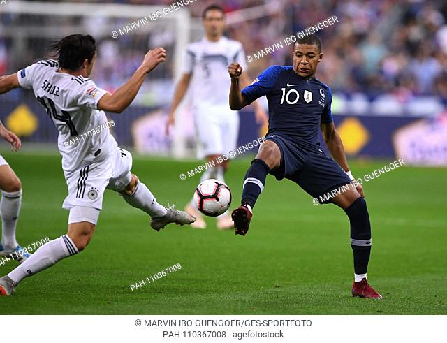 Germany's Nico Schulz (l) is battling with Kylian Mbappe (r) of France for the ball. GES / Football / Nations League: France - Germany, Paris