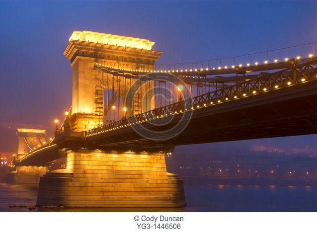 Széchenyi Chain Bridge and Danube river at night, Budapest, Hungary