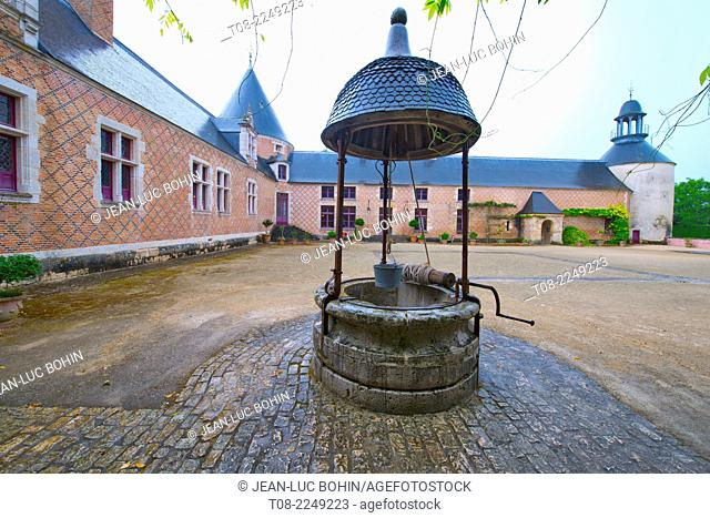 france, loiret,chamerolles : 16 th century castle, well