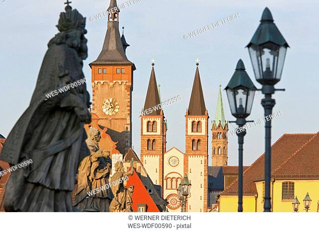 Germany, Bavaria, Franconia, W¸rzburg, Old main bridge with Cathedral and town hall in background