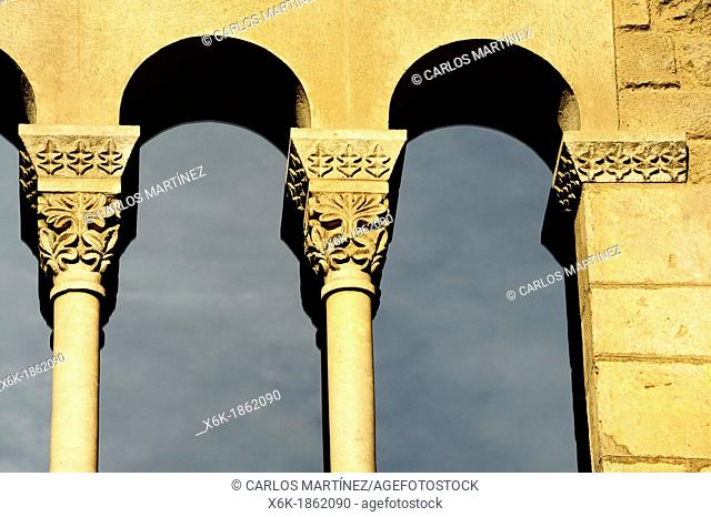 Window Detail of the Royal Palace, Tinell Hall, Gothic XIV century, King Square, Barcelona, Catalonia, Spain
