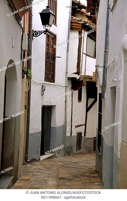Narrow street in the old quarter of Losar de La Vera, a village in La Vera, Caceres, Extremadura, Spain, Europe