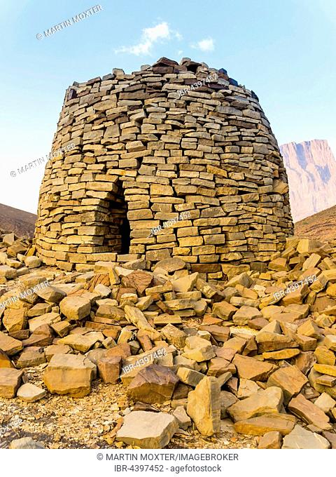 5000 year old beehive grave, archaeological site of Al-Ayn, UNESCO World Heritage Site, Jebel Misht mountain chain, Hajar al Gharbi, Hajjar Mountains