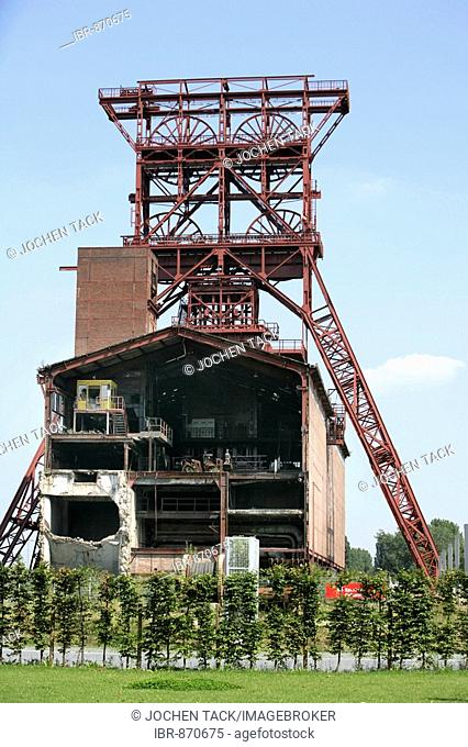 Former coal mine Consol, now used as an amusement park, culture centre, industry memorial, Gelsenkirchen, North Rhine-Westphalia, Germany, Europe