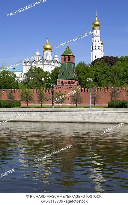 Ivan the Great Bell Tower (right), Moscow River, Kremlin, UNESCO World Heritage Site, Moscow, Russia