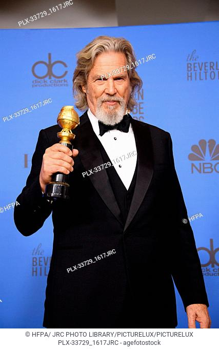 """Jeff Bridges poses backstage with the Cecil B. DeMille Award for his """"outstanding contribution to the entertainment field"""" at the 76th Annual Golden Globe..."""