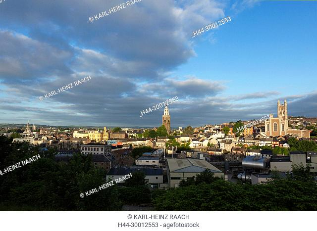 Irland, Cork, Saint Peter and Paul's Church (links), St. Anne's Church (Mitte) und St. Mary and St. Anne's Cathedral (rechts)