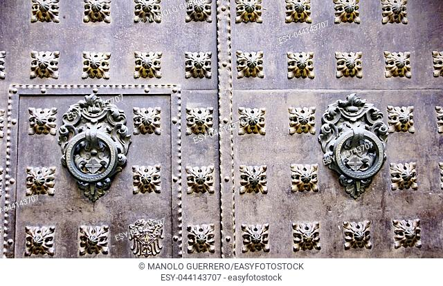 Door detail of the Gothic quarter of Barcelona, Catalunya, Spain