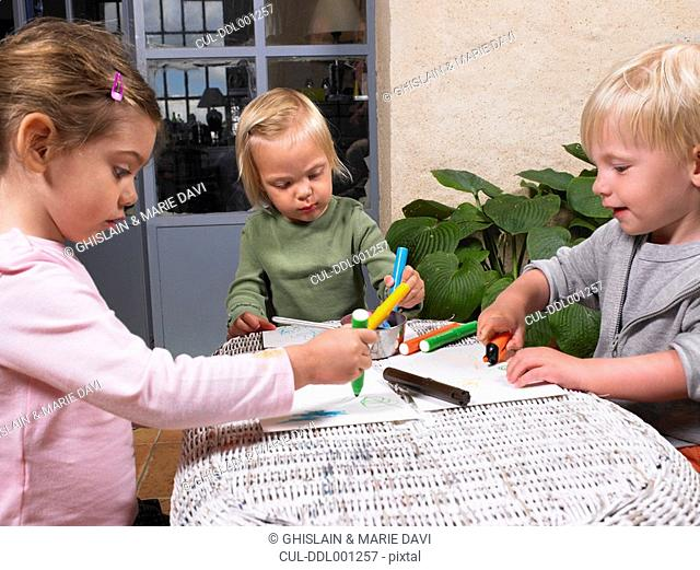 Children drawing a picture