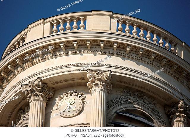 France, ile de france, paris 6e arrondissement, place saint sulpice, eglise saint sulpice, tour nord, travaux, pierre, detail sommet, restauration