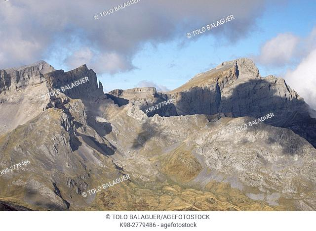 Petraficha and Quimboa Alto, Valley of Hecho, western valleys, Pyrenean mountain range, province of Huesca, Aragon, Spain