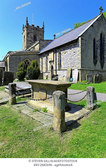Tomb of Catherine Mompesson and St Lawrence's Church in the plague village of Eyam, Peak District National Park, Derbyshire, England, UK
