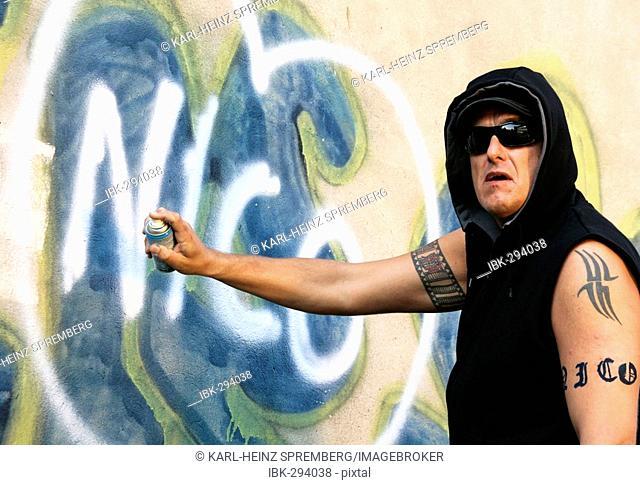 Graffiti sprayer caught red-handed