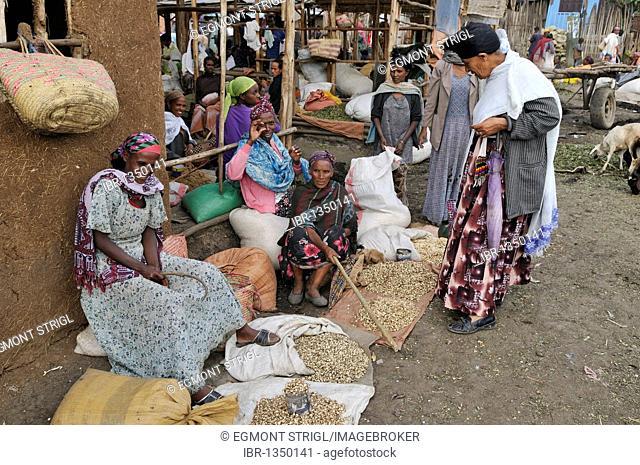 Ethiopian women at the market of Arsi Negelle, Oromia, Ethiopia, Africa