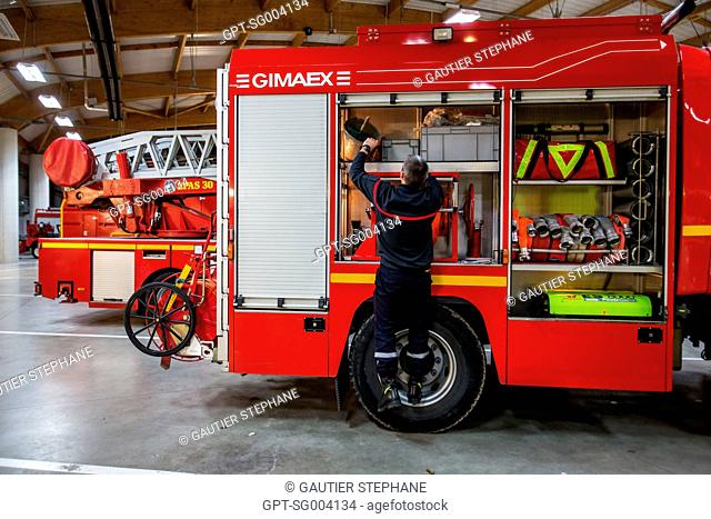 VERIFICATION OF THE EQUIPMENT IN THE FIRE ENGINE, SAINT AMAND MONTROND, CHER (18), FRANCE