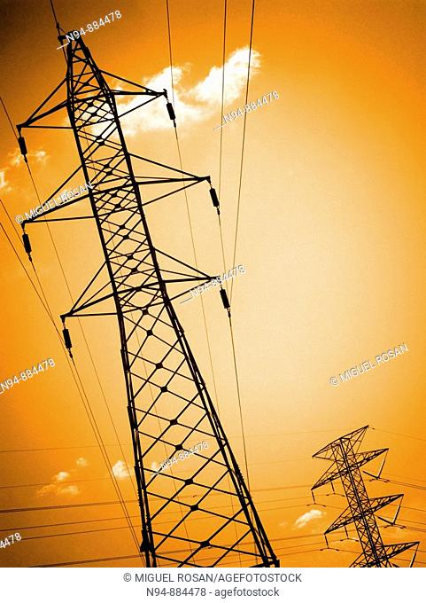 Metal tower transmission and supply of electricity