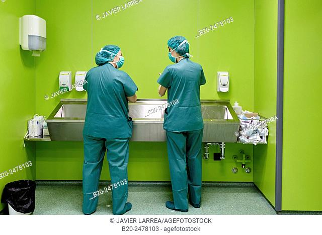 Two surgeons washing hands, Ambulatory Surgery, Operating Theatre, Hospital Donostia, San Sebastian, Basque Country, Spain