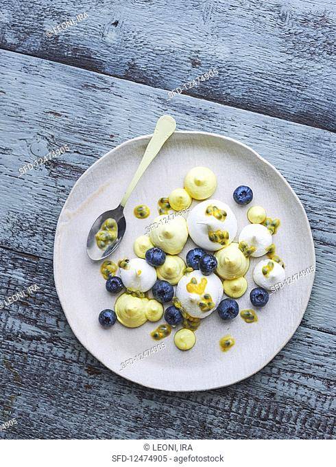 Meringues with passion fruit cream and fresh blueberries