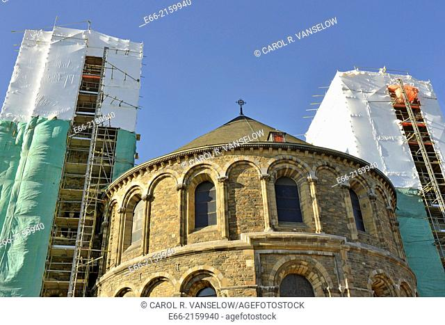 Onze Lieve Vrouw Basiliek - Basilica of Our Lady (1000-1200). The Basilica is undergoing a face-lift. The restoration should be completed in April 2014