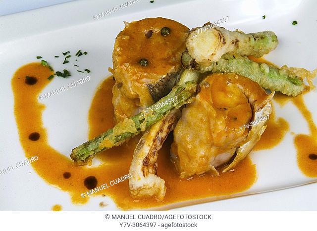 Plato de Merluza rellena de cigalitas y ajetes frescos (Hake stuffed with norway lobster and fresh garlic). Restaurante La Taberna de la 4ª Esquina