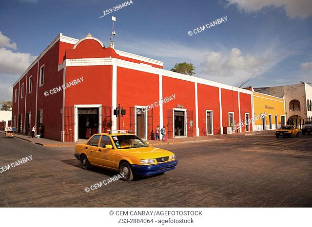 Street scene from the town center with colonial buildings at the background, Valladolid, Yucatan Province, Mexico, Central America