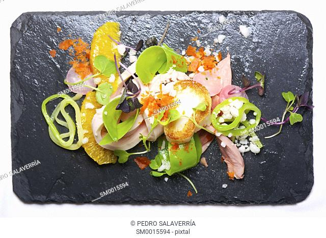 Chicken salad with scallop and seasonal fruit