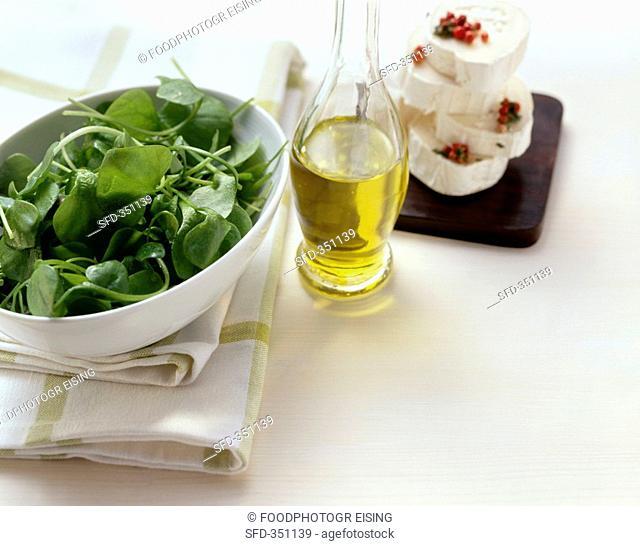 Fresh purslane, salad oil, cheese