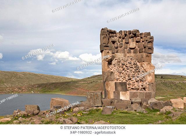 Chullpas, Pre-Columbian funeral towers, Lago Umayo, Sillustani, near Puno, Peru