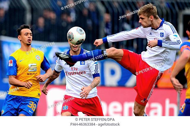 Braunschweig's Karim Bellarabi (L-R) in action against Hamburg's Dennis Diekmeier and Lasse Sobiech during the German Bundesliga soccer match between Eintracht...