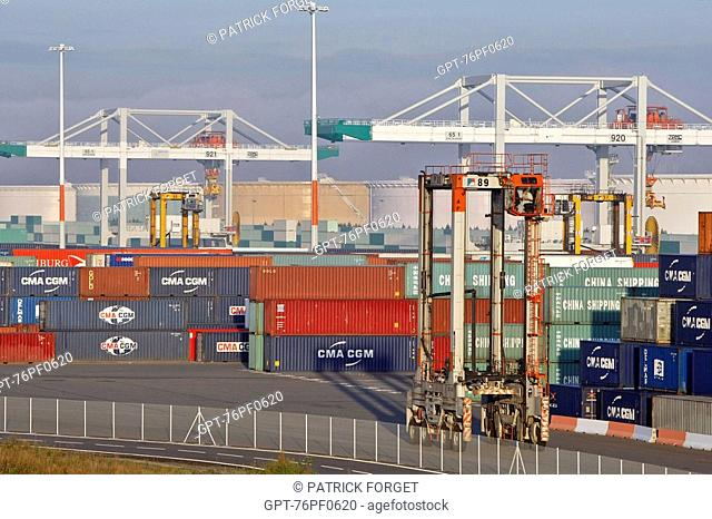 EQUIPMENT FOR LOADING CONTAINERS ONTO THE SHIPS, TERMINAL OF FRANCE PORT 2000, COMMERCIAL PORT, LE HAVRE, NORMANDY, FRANCE