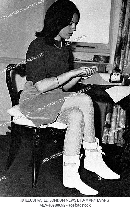 Suzy Menkes (born 1943), British journalist and lead fashion writer for the International Herald Tribune since 1988. Pictured here at the age of 22 as a...