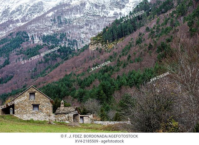 Rural warehouse. Hecho Valley, Huesca Pyrenees, Aragón, Spain