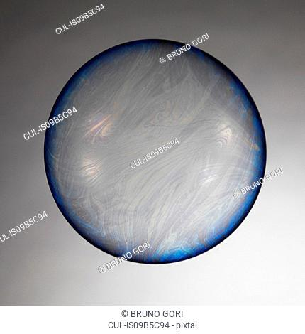 Large bubble bouncing in air