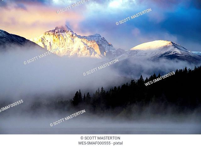 Canada, Jasper National Park, Jasper, Pyramid Mountain, Patricia Lake in the morning, fog