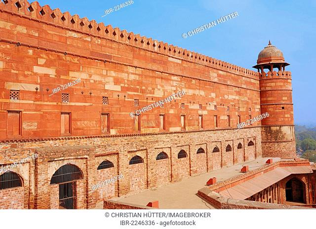 Outer walls of the Jami Masjid Mosque or Dargah Mosque, Mughal city of Fatehpur Sikri, UNESCO World Heritage Site, Uttar Pradesh, India, Asia
